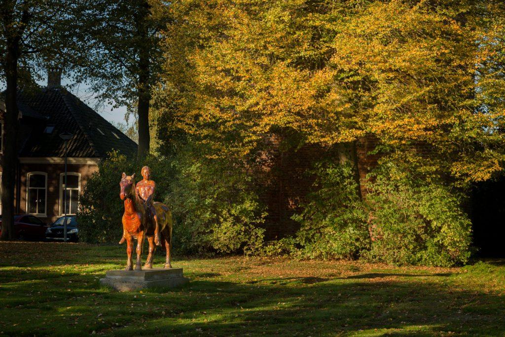 Beeld Houten Paard aan Torenweg in Hem