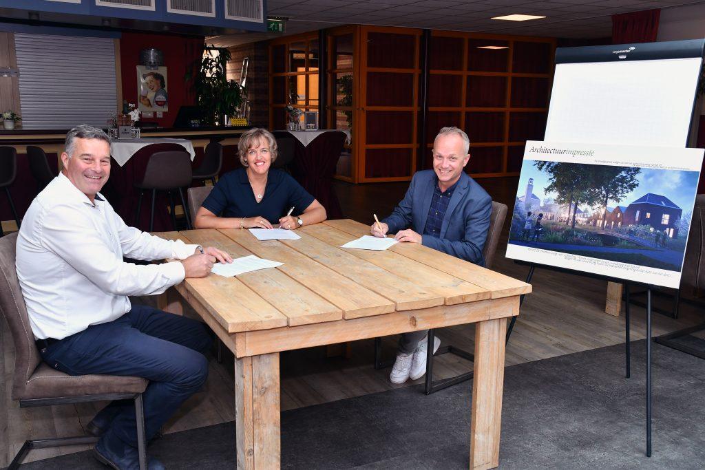 Ondertekening verkoopovereenkomst gemeentehuis Venhuizen